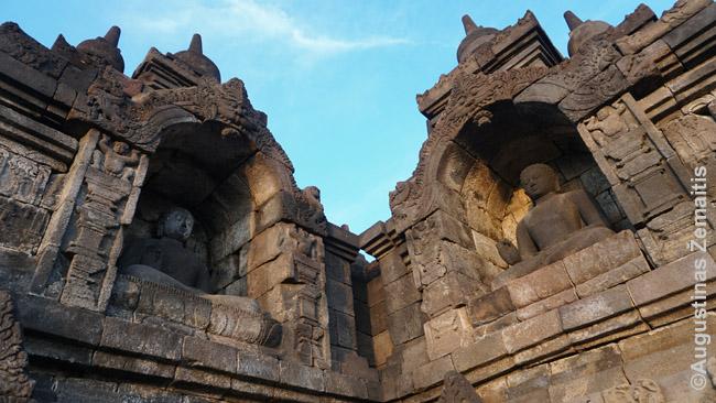 Borobudūro statulos žemesnėse terasose