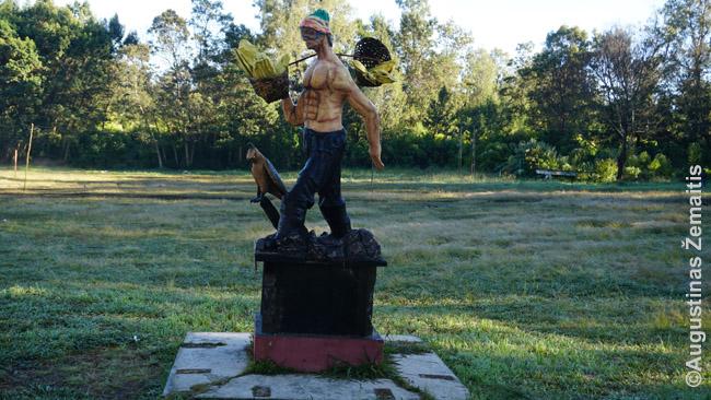 Sieros rinkėjo statula prie Idženo