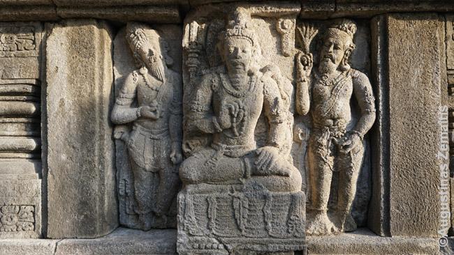 Vienas daugelio bareljefų ant Brahmos šventyklos atvaizduojančių Ramajanos istoriją