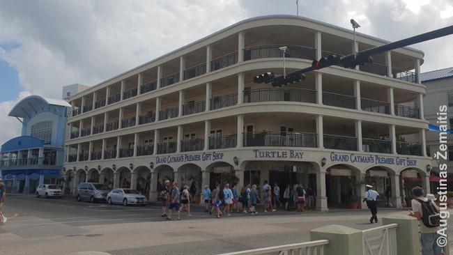Kaimanų salų sostinės Džordžtauno cenre, palei kruizinių laivų terminalą