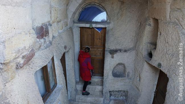 Įėjimas į požeminį viešbutį Kapadokijoje