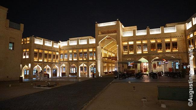 Sakalų turgus Dohos senamiestyje