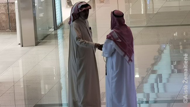 Kataro vyrai prekybos centre