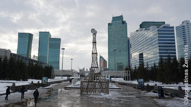 Jurta su satelitine antena, simbolizuojanti, kad Kazachija ir žengia į XXI a., ir prisimena savo šaknis