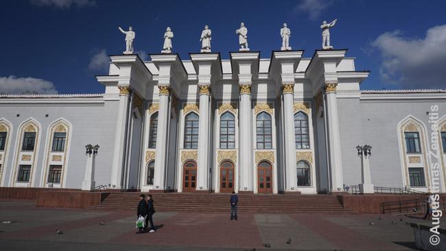 Šachtininkų kultūros rūmai - vienas dar Stalino laikais tremtinių sumūrytų Karagandos pastatų