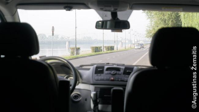 Rytas Lenkijoje su vaizdu į Torūnės tiltą