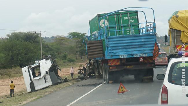 Viena daugybės rimtų avarijų, regėtų pakeliui Kenijoje