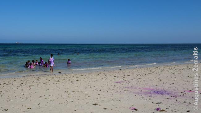 Holi šventė Mombasos paplūdimyje