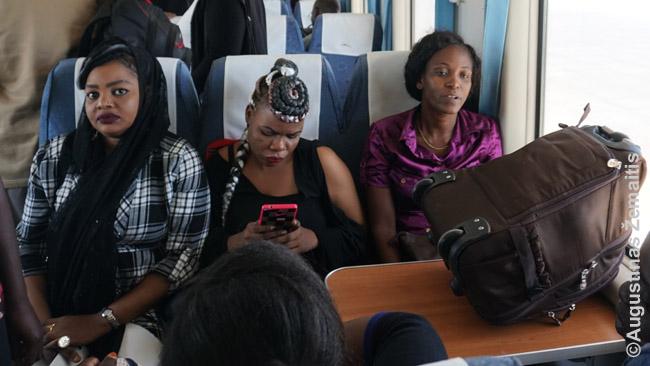 Mados Kenijos traukinyje