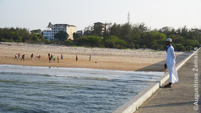 Malindžio kurorto paplūdimys nuo jūros tilto