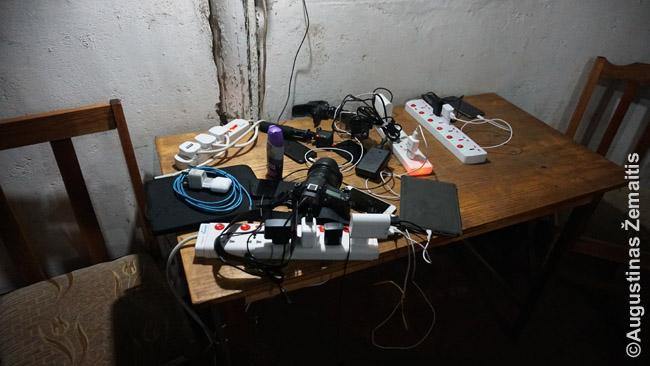 Krovimui sukrauti turistų įrenginiai Masai Maros stovyklos kavinėje