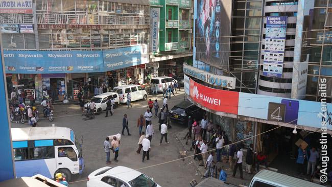 Rytinė Nairobio centro dalis iš pigaus viešbučio balkono