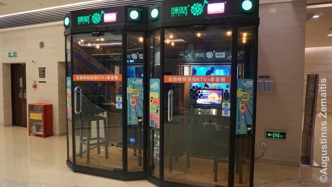 Karaokės (KTV) kabinos metro stotyse: užeini vidun, susimoki ir dainuoji