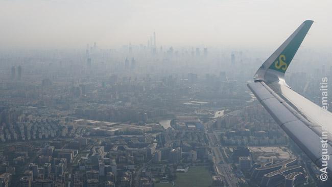 Spring Airlines, vienos Kinijos pigių skrydžių bendrovių, lėktuvas kyla iš Šanchajaus į Landžou