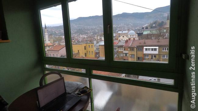 Laikina darbo vieta buto Sarajeve balkone