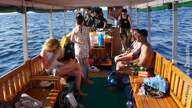 Turistai Komodo ekskursijų laive
