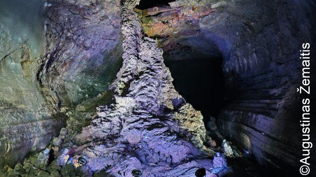 Ilgiausiame pasaulyje lavos tunelyje Čedžu