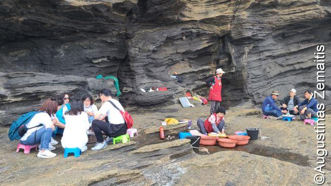 Piknikas prie uolų Čedžu