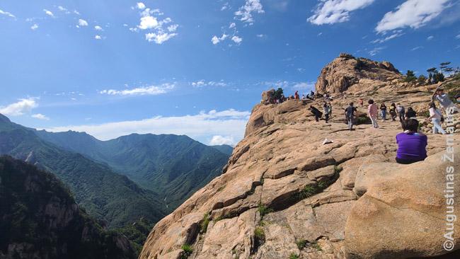 Kalnai prie Jangjango