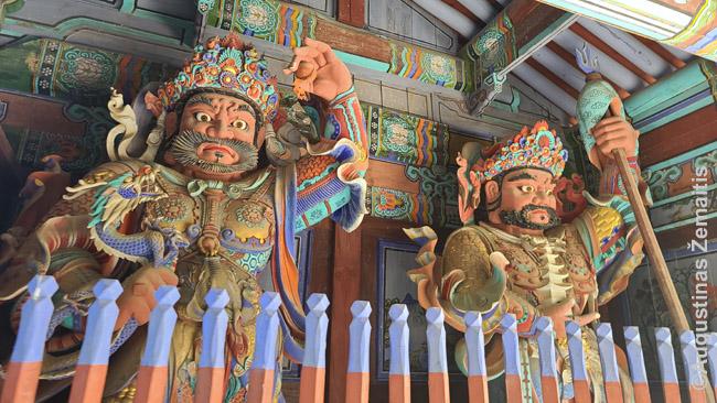 Keturi dangiški karaliai - prie kiekvienos šventyklos įėjimo