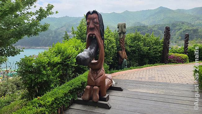 Hėšindango penių parko skulptūra