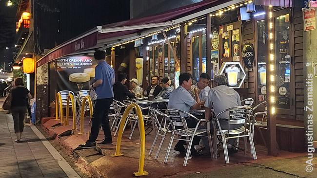 Vakariniai pasisėdėjimai Korėjos barų rajonuose