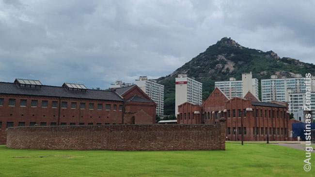 Sepodaemun kalėjimas, architektūra primenantis Lukiškes