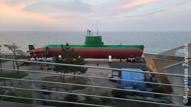 Šiaurės Korėjos povandeninis laivas, atplukdęs šnipų į Pietų Korėją prieš ~25 metus - arčiausiai Šiaurės Korėjos, ką pavyko pamatyti šį mėnesį