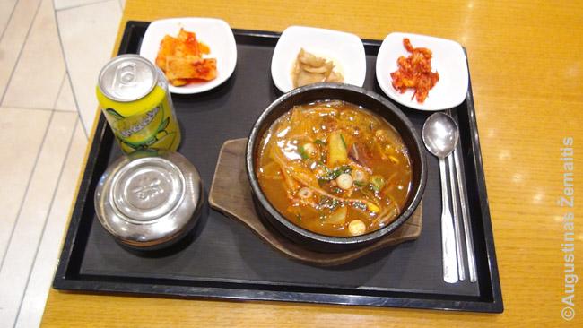 Bulgogi sriuba patiekta prekybos centro maisto zonoje