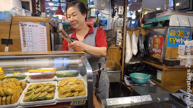 Blyninė (čoninė) Seulo maisto turguje