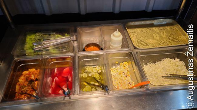 Korėjos restoranuose įprastas bendras garnyrų bufetas - kiekvienas lankytojas iš čia pats pasiima kiek nori garnyrų (bančan). Tokie būna beveik kiekviename restorane.