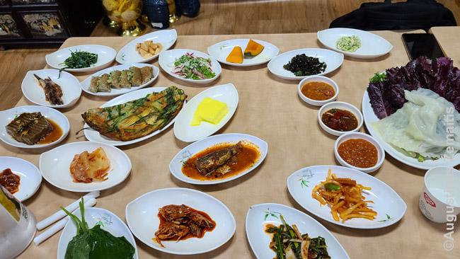 Ssabapas - Korėjietiškas patiekalas su daugybe garnyrų