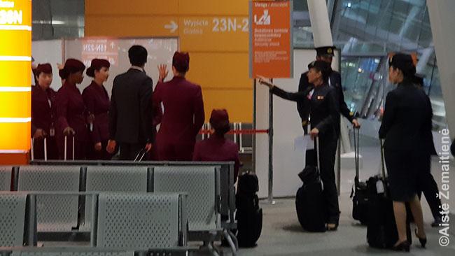 Qatar Airways įgula prieš skrydį