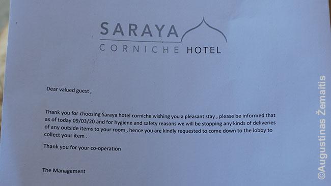 Kataro viešbutyje rastas įspėjimas, kad dėl koronaviruso nebus galima užnešti užsakyto maisto į numerį