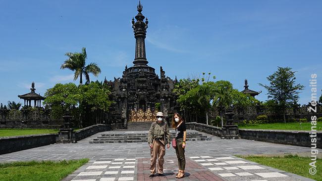 Prie Bhadžras Sandhi memorialo baliečių tautos istorijai Balio sostinėje Denpasare