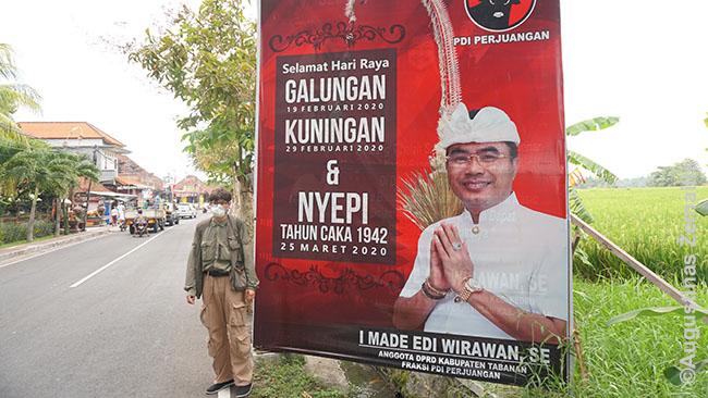 Tokių sveikinimų su naujais metais ir prieš naujus metus išpuolančiomis balietiškomis šventėmis pilnos visos Balio pakelės
