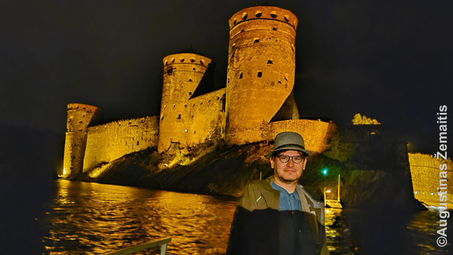 Prie Olavinlinos pilies Suomijoje. Kaip ir daugelis lietuvių, radau nuostabių vietų tose netolimose šalyse į kurias, jei COVID, tikriausiai dar ilgai nebūčiau nuvažiavęs. Tik man tai buvo ne Lietuva, Latvija ar Estija, kurias išmaišiau seniau, bet Suomija