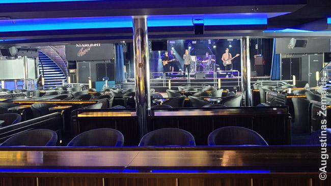 Gyva muzika tuščioje salėje. Alandai-Turku keltas