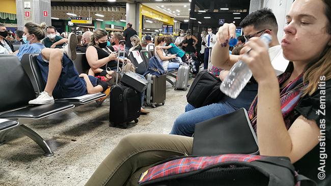 Laukiant skrydžio į Kujabą San Paulo oro uoste