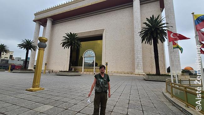 Prie Saliamono šventyklos San Paule, esą pastatytos pagal originalą Izraelyje