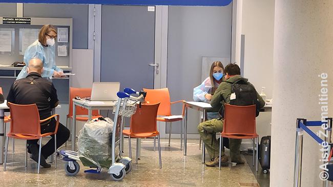 Kalbu su epidemiologine pareigūne oro uoste
