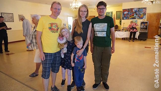 Su Pranu ir jo šeima Floridojs Sent Pitersbergo lietuvių klube 2020 m. vasarį