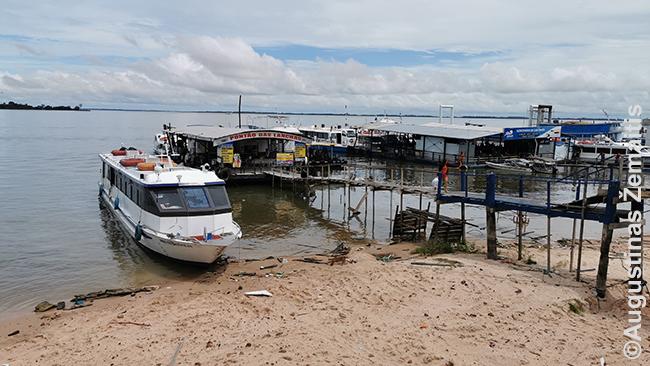 Amazonės regiono laivai Santaremo uoste, kuris driekiasi palei kilometrinę krantinę