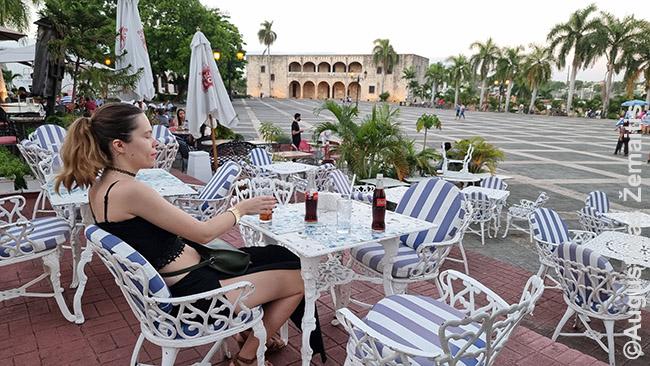 Santo Domingo centrinės aikštės kavinėje