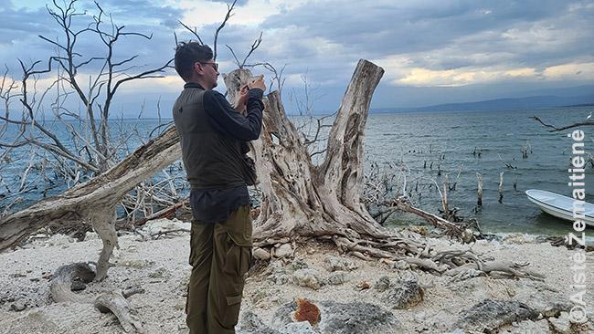 Prie Enrikiljo ežero, kur turistų niekad nebuvo daug, o dabar sutikome nulį
