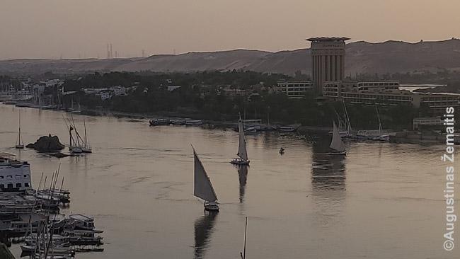 Per saulėlydį į Nilą leidosi felukos