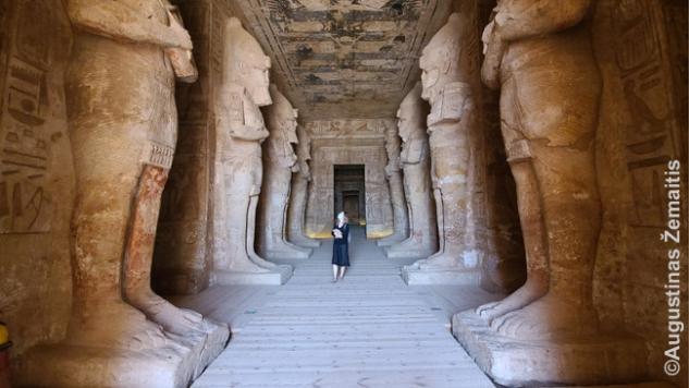 Abu Simbelo pagrindinės šventyklos viduje