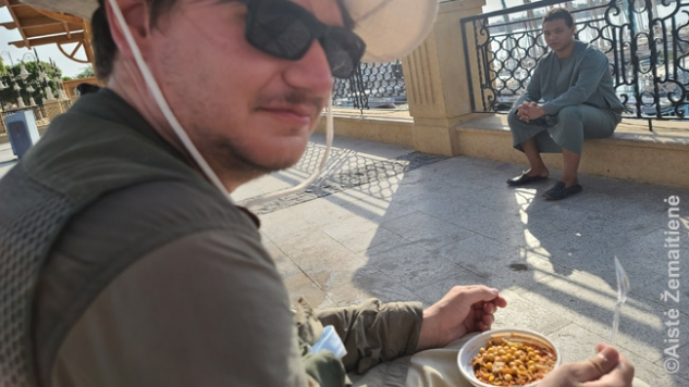 Kol valgiau tradicinius egiptietiškus košarius, šis prekijas be paliovos kalbino