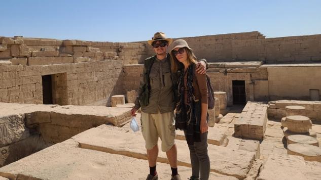 Oficialiai laipioti paveldu Egipte draudžiama ir už tai gresia kalėjimas. Bet dažnai patys prižiūrėtojai, kaip čia, kone liepia kartis ant šventyklos stogo, ten fotografuoja - tikėdamiesi atlygio.