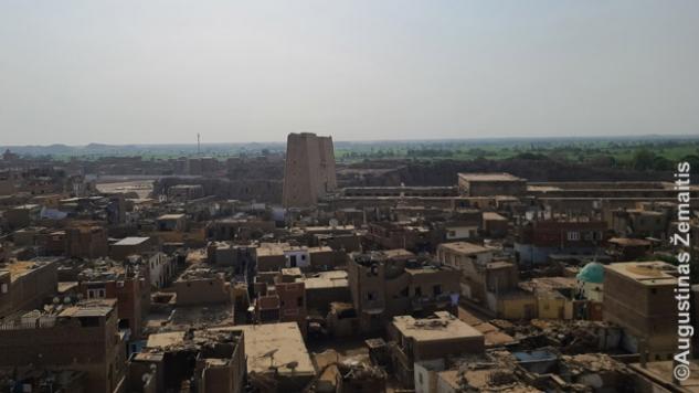Edfu nuo stogo su šventykla centre
